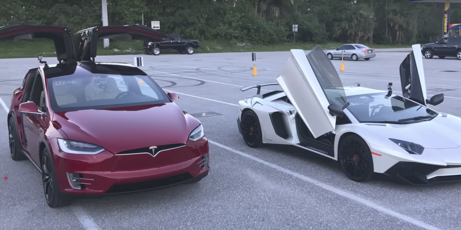 Tesla Model X V/S Lamborghini Aventador, the former wins this battle with a record 1/4 mile in 11.4 secs